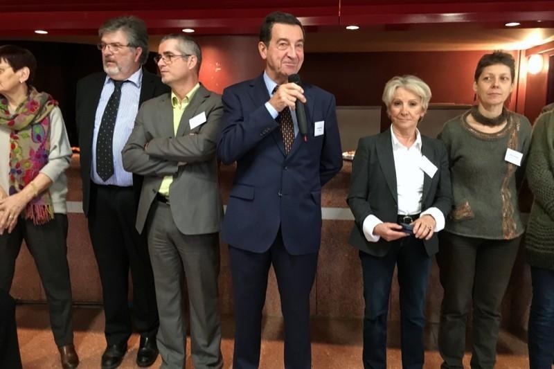 Bernard Bros maire de Carbonne entouré par son conseil municipal