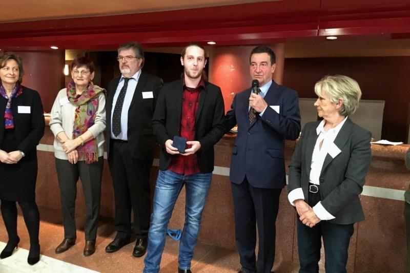 Simon Barrier reçoit la médaille de la ville de Carbonne pour son acte de courage et de dévouement