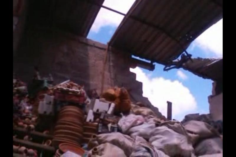 A Alep, mon entreprise a été entièrement détruite par les bombes et mon magasin à Damas brûlé.