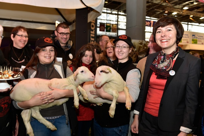 Carole Delga avec les éleveurs ovins de la Région