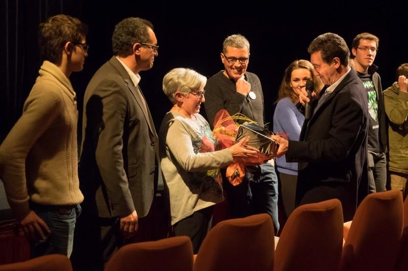 Georgette Goubelet recompensée par Bernard Bros, maire de Carbonne