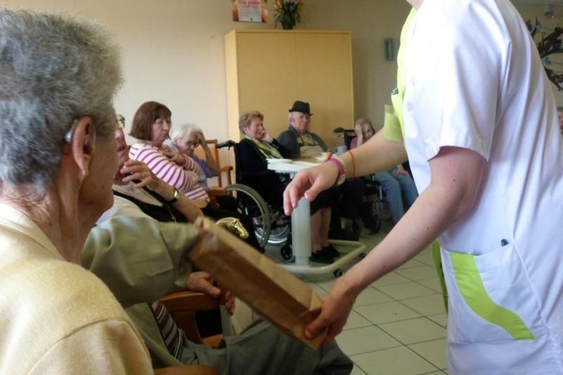 S'occuper de nos personnes âgées avec dévouement