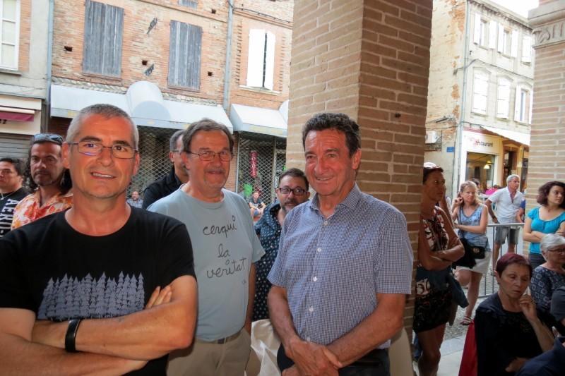 A gauche D.Turrel, premier adjoint et à droite B.Bros Maire de Carbonne en auditeurs avisés.