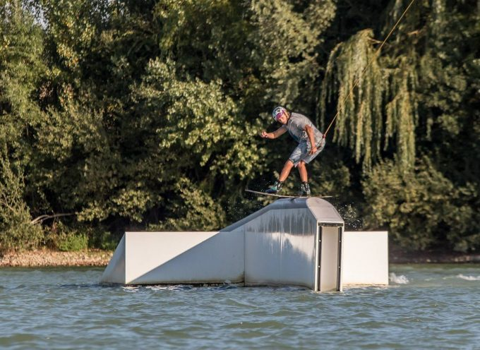 Carbonne : La compétition de wakeboard internationale, La Source Unit Hacks.