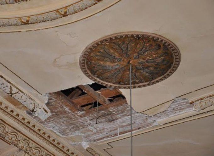 Le plafond du théâtre retrouve, enfin, son plafond