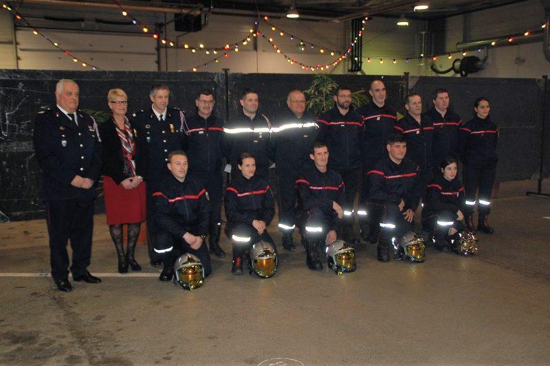 De nombreux sapeurs pompiers volontaires ont été distingués.