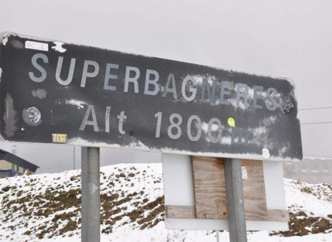 Action exceptionnelle d'héliportage de neige sur la station de Luchon-Superbagnères
