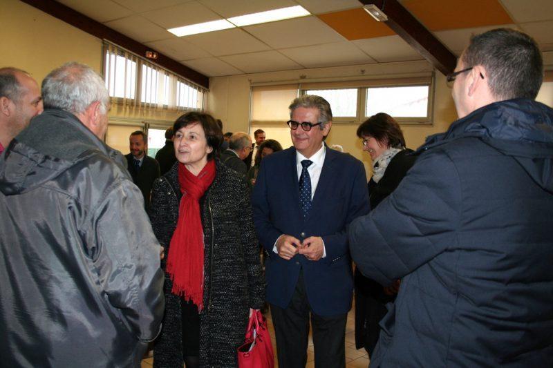 Annie Vieu en charge du dossier et le président Méric s'entretiennent avec les parties prenantes juste avant la conférence de presse.