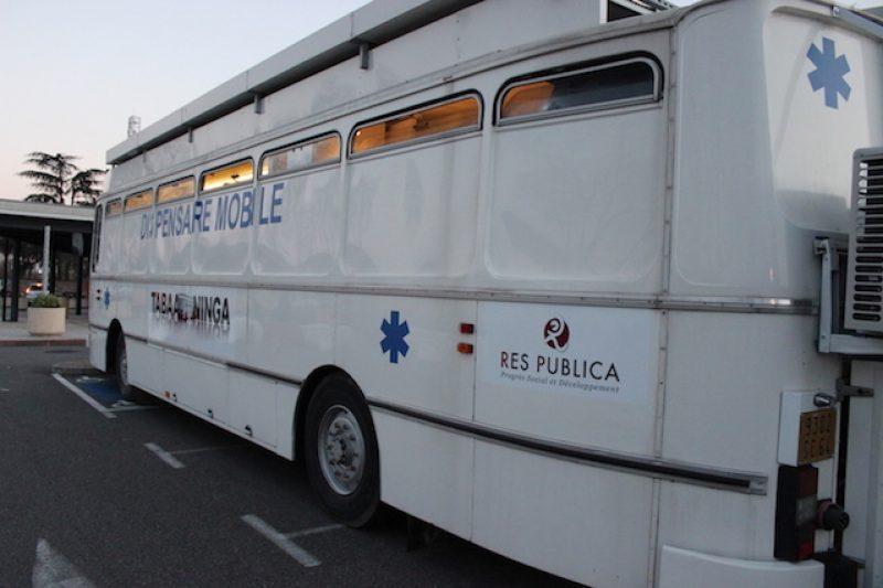 Le bus est fin prêt pour le départ.