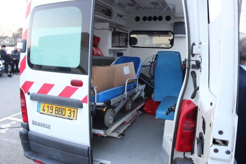 Une ambulance , le complément idéal au dispensaire