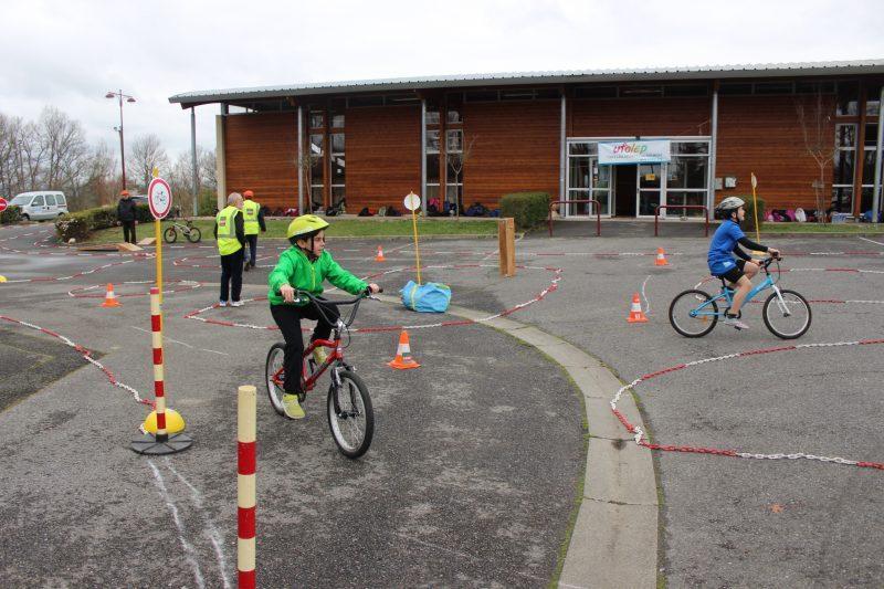 un circuit vélo , initiation à la sécurité routière