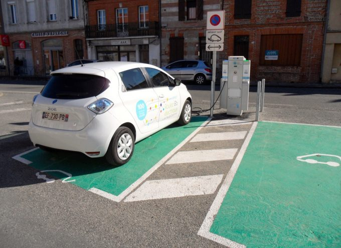 Une borne de recharge pour véhicules électriques Place de la Patte d'Oie à Rieumes