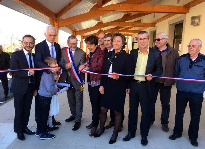 Inauguration de la salle des fêtes à Bois de la Pierre.