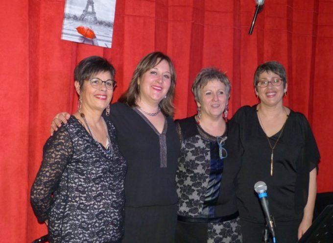 Les anciens de Lavelanet de Comminges se délectent du spectacle des soeurs Sisters.