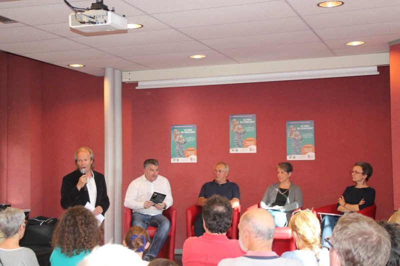 De gauche à droite: Y. BONAMICH, J-L BRIS,Giovanni Moro, Marie-Odile Flambard et M-J BACHERE.