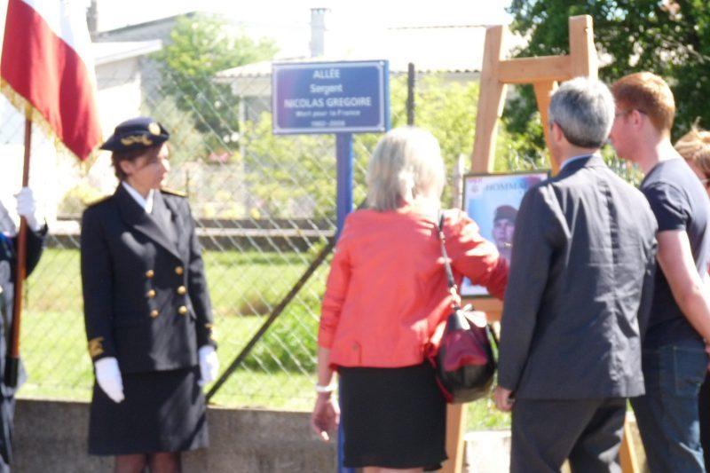 Une plaque à la mémoire du sergent Nicolas Grégoire.