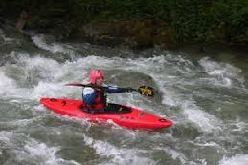 L'un des kayaks de compétition