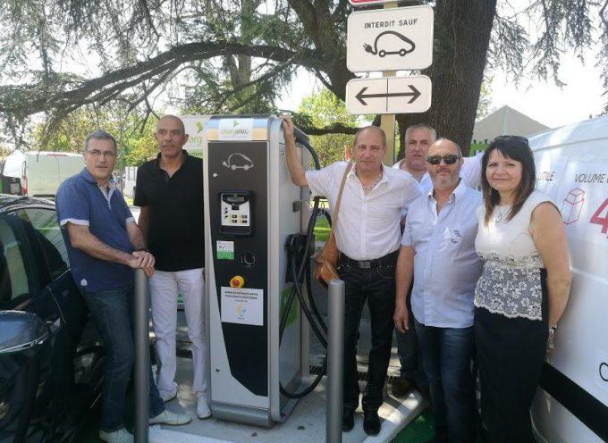 Inauguration de la borne de recharge de Cazères lors du salon de l'auto.