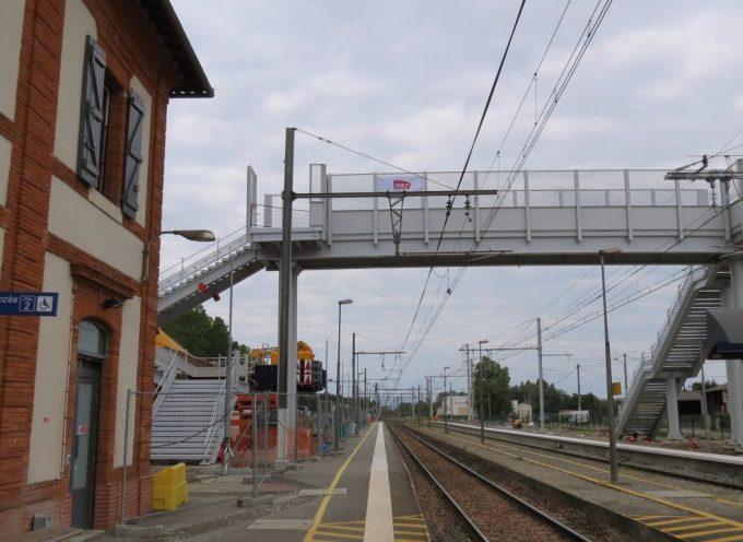 SNCF: Pose de la passerelle.