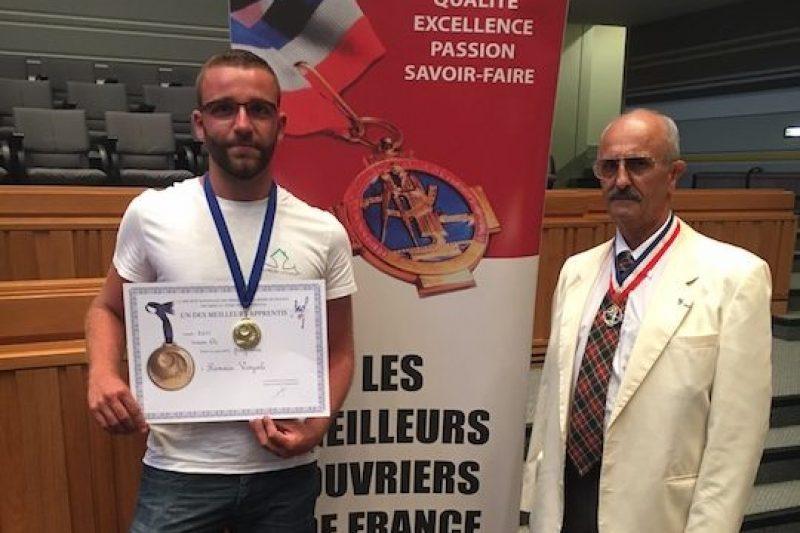 Romain lors de la remise de la médaille d'or départementale