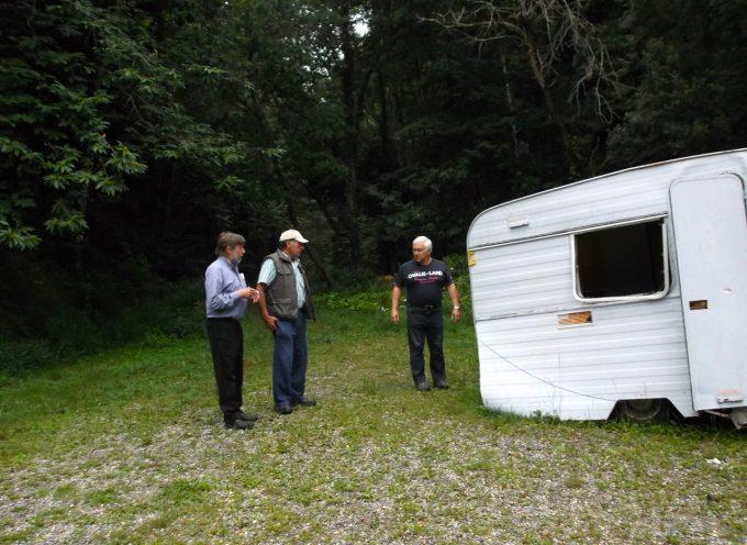 Sainte Croix Vovestre : A qui est cette caravane abandonnée ?