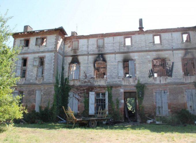 Le château de Lamasquère ravagé par les flammes