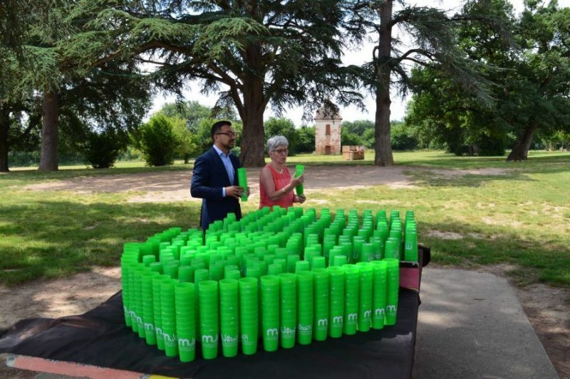 Les gobelets réutilisables ont été distribués