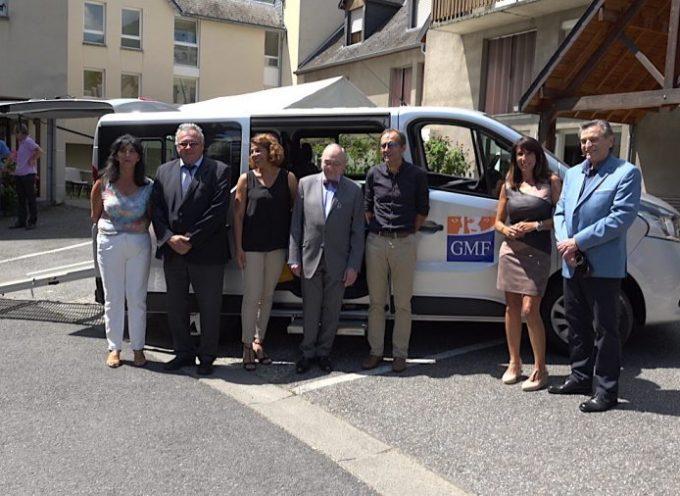 "Luchon : GMF Solidarité offre un minibus à l'EHPAD ""Era Caso"""