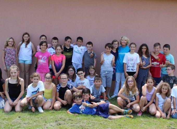 Remise de chèque à l'UNICEF par les élèves de l'école de Villeneuve