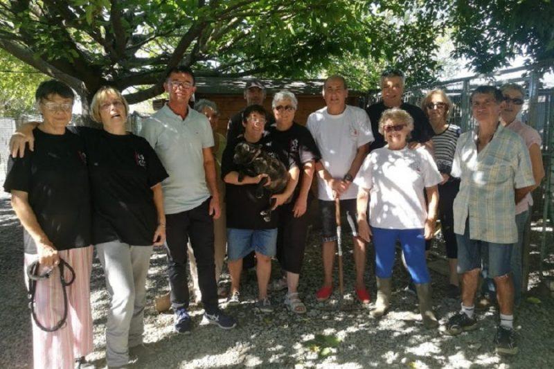 Joël Aviragnet et Michel Oliva entourés des bénévoles