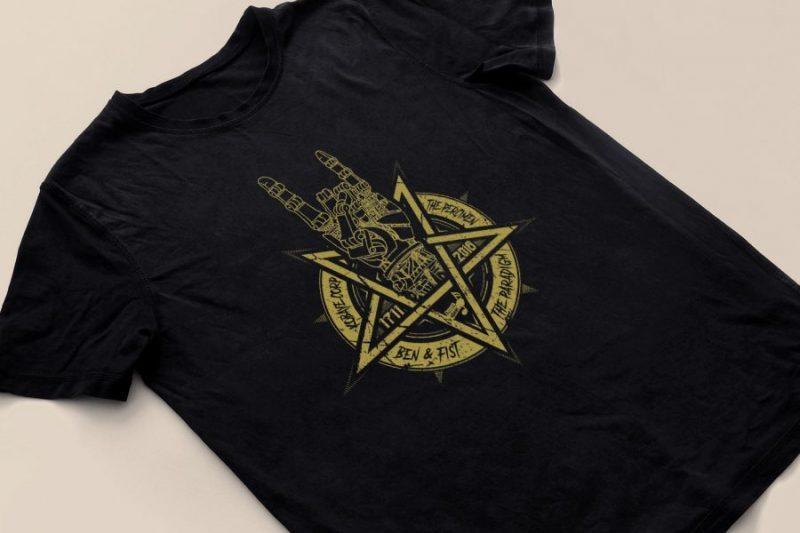 Un T-shirt au nom du groupe