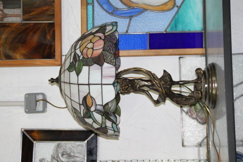 Une jolie lampe bien ronde en Tiffany