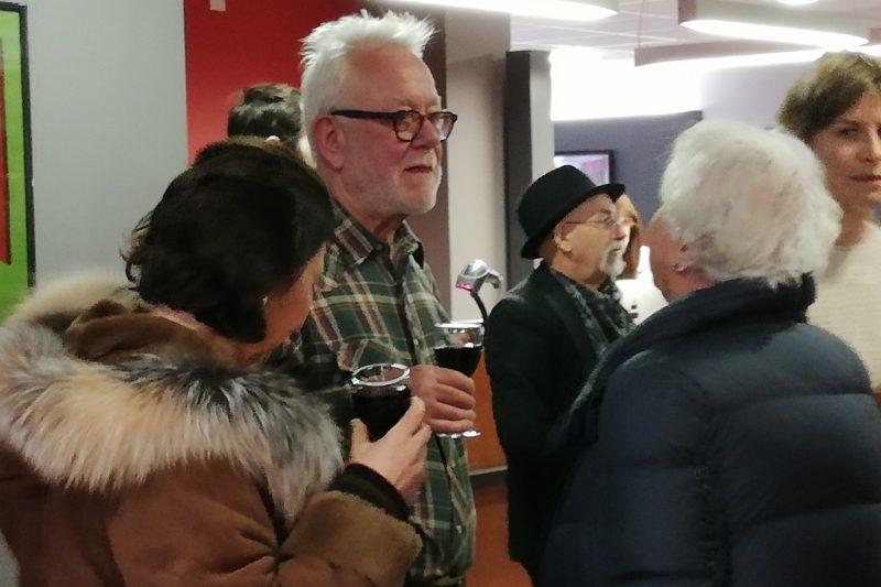 Victor Gray parmi les nombreux visiteurs pour son vernissage