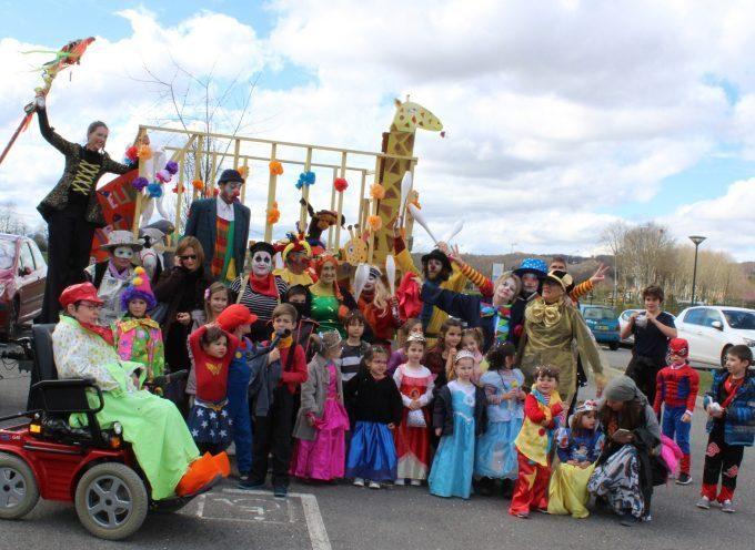 Monsieur Carnaval fait son show dans les rues de Saint-Gaudens