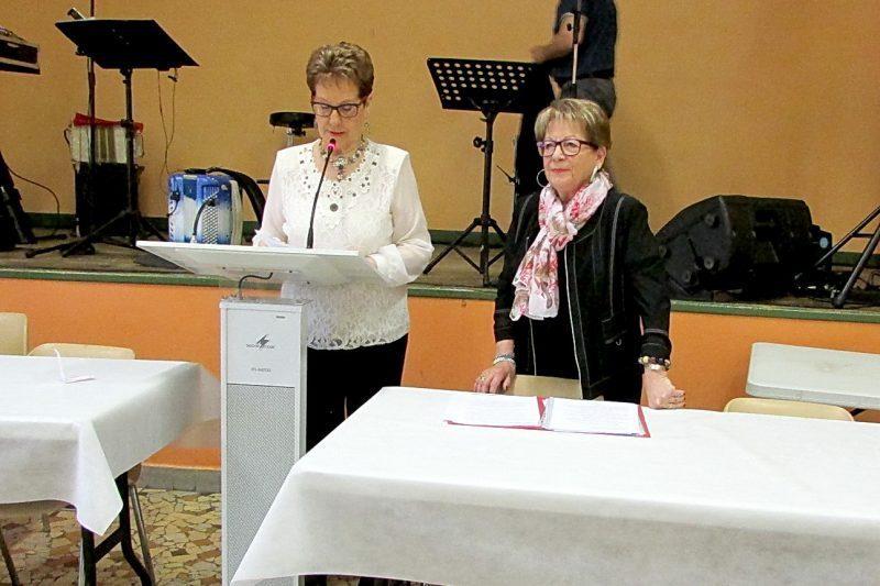 Lucette Berna, présidente du Fil d'Argent, donne lecture du rapport mural