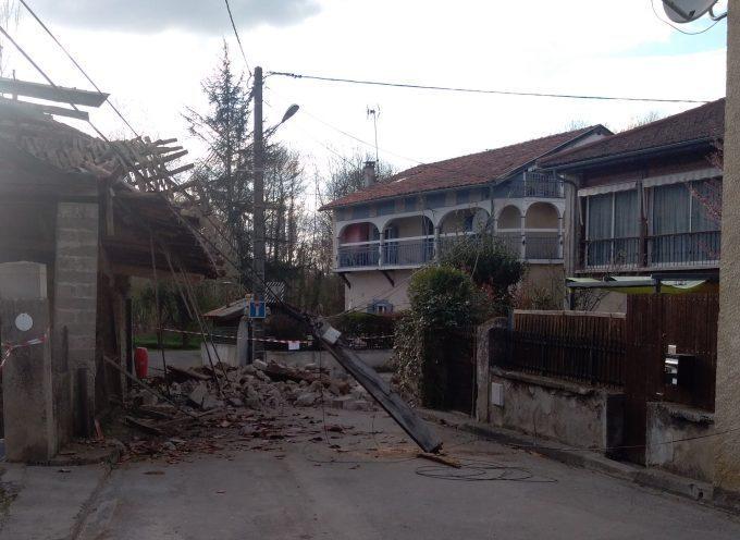 Soueich : Une grange s'effondre sur la rue, dans le centre du village, on a frôlé le drame