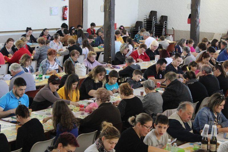 Un public nombreux et concentré pour le loto des Marsouins à Miramont