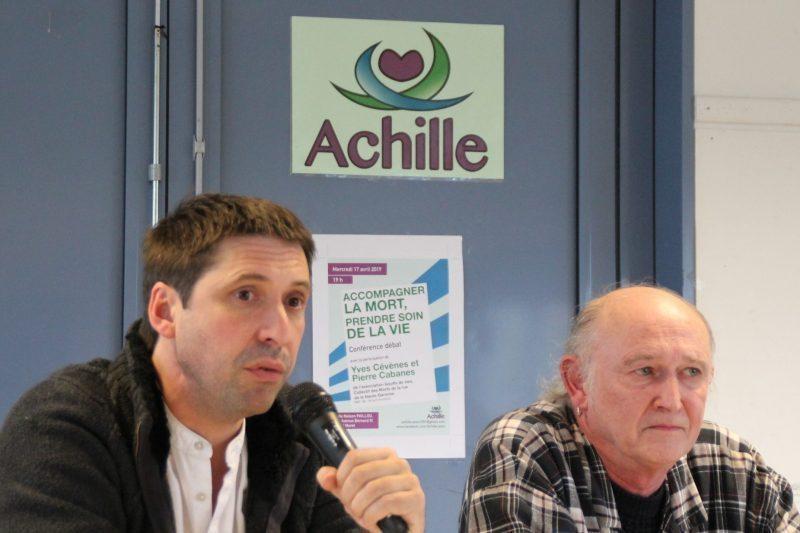 Yves Cévènes avec le micro et Pierre Cabanes