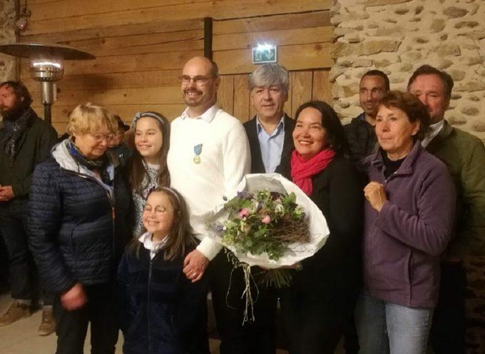 Martres-Tolosane : Le propriétaire du Camping du Moulin Hugo Sladden décoré de la médaille du tourisme
