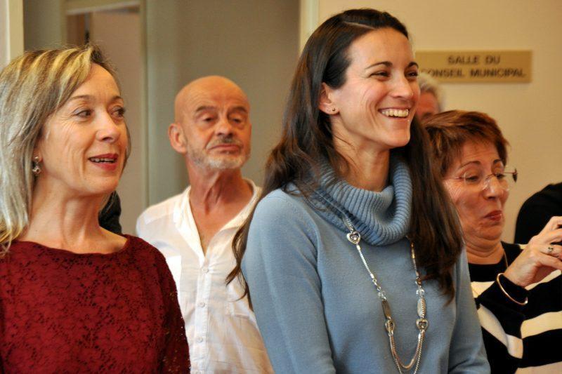 Marie-Hélène Ribeyre à l'accueil de la mairie et Ingrid Laisné, nouvelle secrétaire générale
