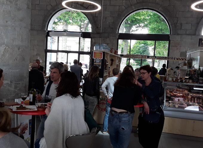 Ambiance détente à la Halle Gourmande de Saint-Gaudens