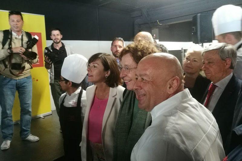 Aux côtés du chef, Muriel Penicaud (ministre du travail) et Carole Delga (présidente de la région Occitanie)