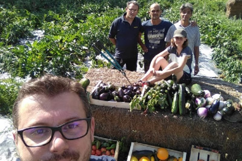 L'équipe de jardiniers bénévoles produit les légumes de l'épicerie solidaire
