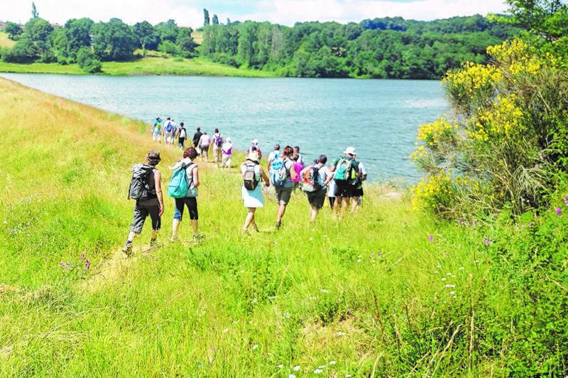 . La randonnée adaptée est le nouvel atelier animé par un éducateur sportif spécialisé.
