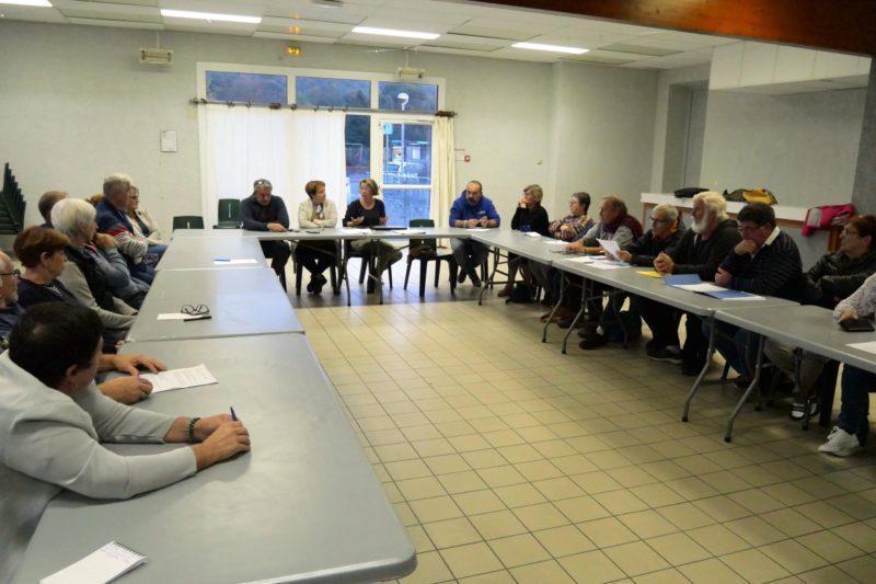 Lors d'une réunion du collectif.