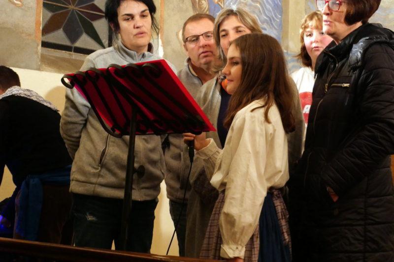 Un chant de Noël. A g, Sonia Molle, présidente de l'association
