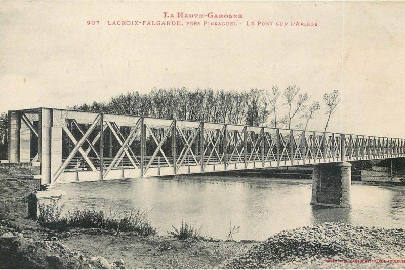 Depuis 1902, elle permet de traverser l'Ariège