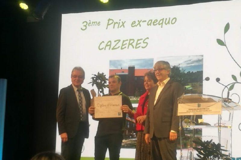 Cazères reçoit son diplôme d'honneur