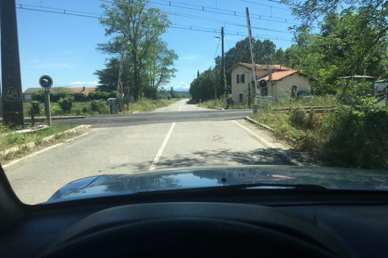 Le passage à niveau reliant Saint Julien sur Garonne à l'autoroute enfin ré-ouvert