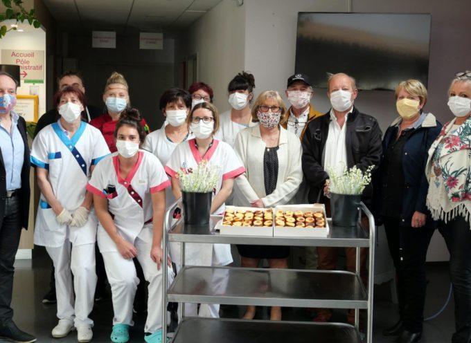 Montréjeau : Muguet et millassons pour le personnel des Ehpad